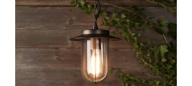 Efektowne sposoby na oświetlenie ogrodu