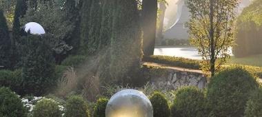 Oświetlenie oczek wodnych w ogrodzie
