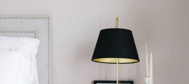 Czarne lampy do sypialni