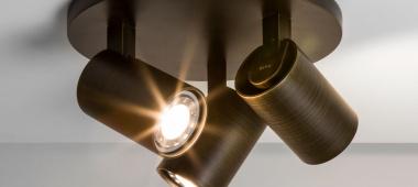 Jak podnieść efektywność w biurze lampami?