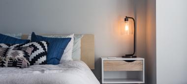 Jak urządzić sypialnię z klimatem?