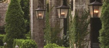 Kinkiety zewnętrzne - oświetlenie wielofunkcyjne