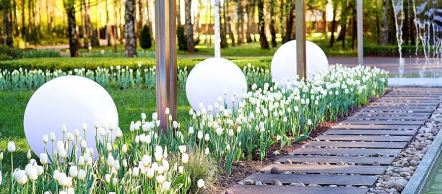 10 powodów, dla których warto oświetlić teren zewnętrzny wokół domu