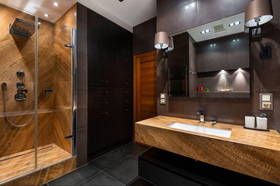 Jak dobrać oświetlenie łazienkowe nad lustrem?