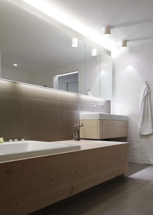 Oświetlenie łazienkowe sufitowe – zalety rozwiązania